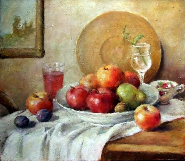 Martwa natura z owocami i talerzem w tle